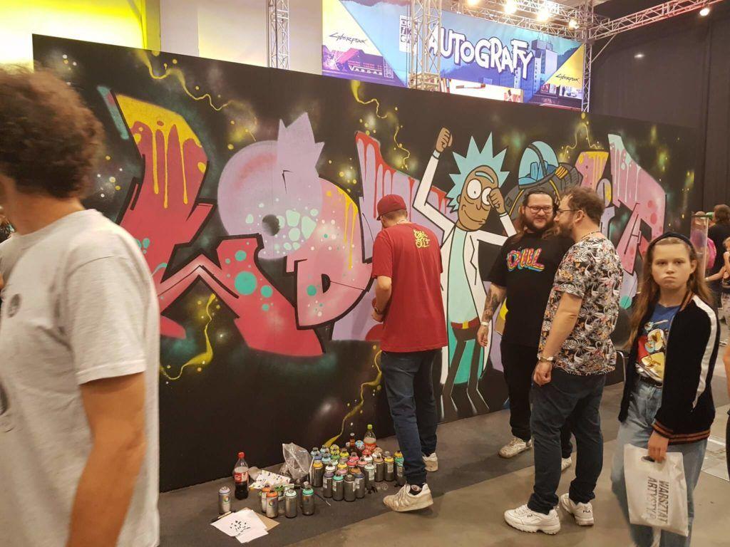 Tworzenie muralu na żywo.
