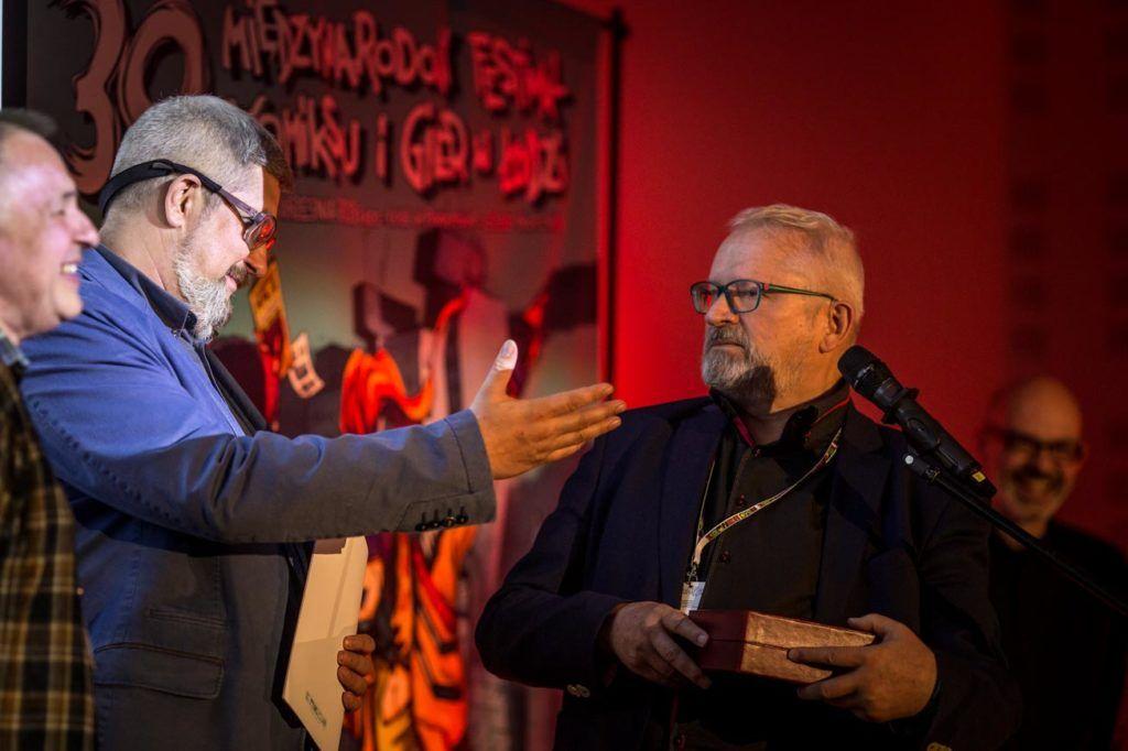 Grzegorz Rosiński odbiera nagrodę Humoris Causa, fot. Dariusz Kulesza