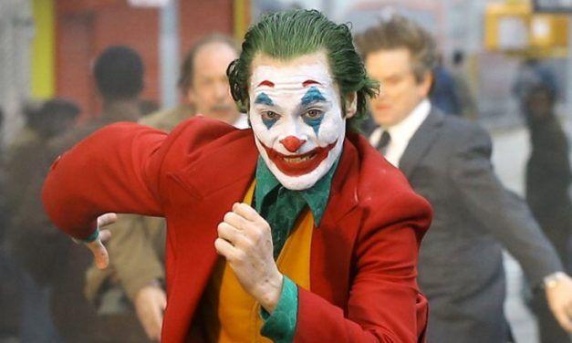 """Śmiech na dwa głosy – recenzja filmu """"Joker"""""""